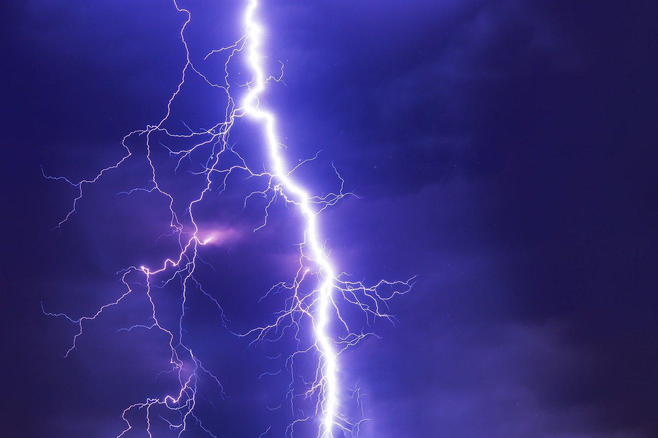 flash, thunderstorm, super cell-2568381.jpg